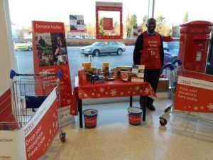 Volunteer with donations for foodbanks